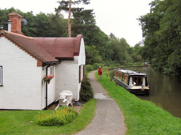 Cottage on Stratford Canal