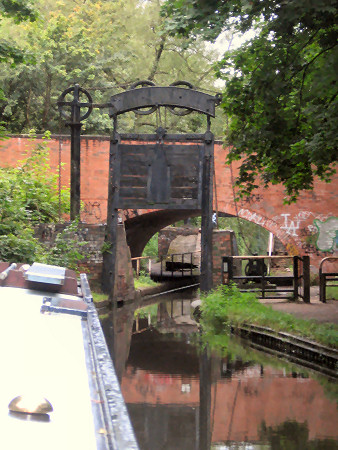 Interesting guillotine lock at the end of the Stratford Canal at Kings Norton Junction